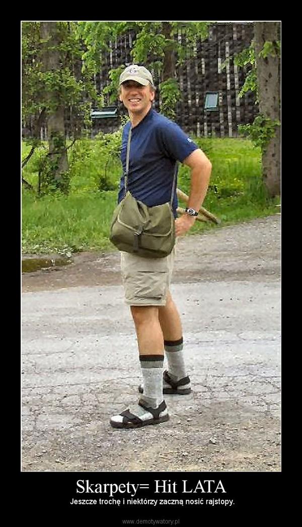 Skarpety= Hit LATA –  Jeszcze trochę i niektórzy zaczną nosić rajstopy.