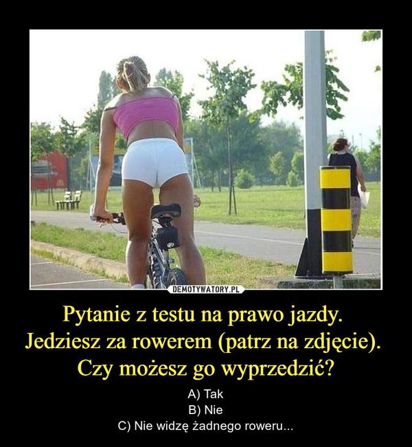 Pytanie z testu na prawo jazdy. Jedziesz za rowerem (patrz na zdjęcie). Czy możesz go wyprzedzić? – A) TakB) NieC) Nie widzę żadnego roweru...