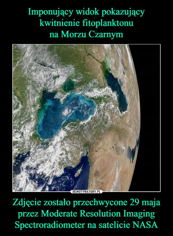 Zdjęcie zostało przechwycone 29 maja przez Moderate Resolution Imaging Spectroradiometer na satelicie NASA –