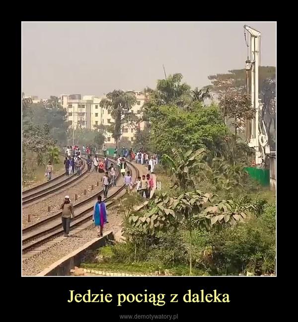 Jedzie pociąg z daleka –