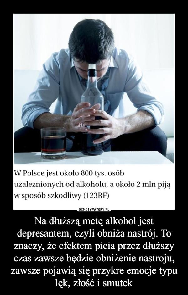 Na dłuższą metę alkohol jest depresantem, czyli obniża nastrój. To znaczy, że efektem picia przez dłuższy czas zawsze będzie obniżenie nastroju, zawsze pojawią się przykre emocje typu lęk, złość i smutek –  W Polsce jest około 800 tys. osób uzależnionych od alkoholu, a około 2 mln piją w sposób szkodliwy (123RF)