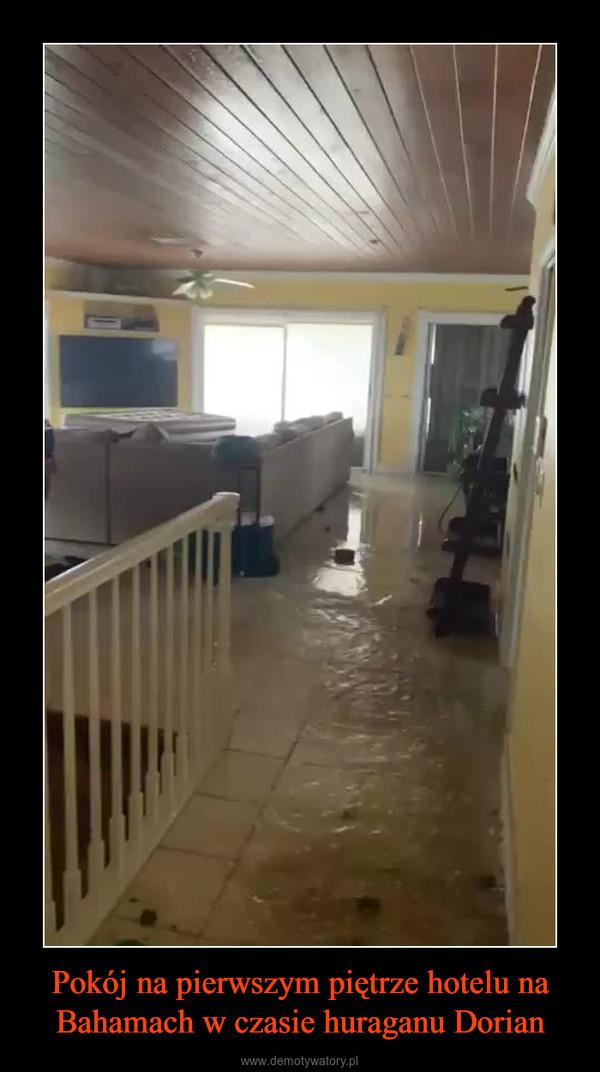 Pokój na pierwszym piętrze hotelu na Bahamach w czasie huraganu Dorian –