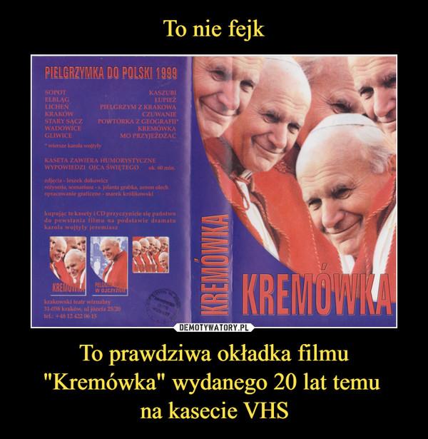 """To prawdziwa okładka filmu """"Kremówka"""" wydanego 20 lat temu na kasecie VHS –  SOPOTELBLĄGLICHEŃKRAKÓWSTARY SĄCZWADOWICEGLIWICEDO POLSKIKASZUBIPIELGRZYM Z KRAKOWACZUWANIEPOWTÓRK\ Z GEOGRAFII*KREMÓWKAMO PRZYJEŻDŻAC* wiersze karała wojty\yKASETA ZAWIERA HUMORYSTYCZNEWYPOWIEDZI OJCA ŚWIĘTEGO ok. 60 nłin.zdjęcia leszek dokowicz""""reżyseria, scenariusz - s. jolanta grabka, zenon olechopracowanie graficzne - tnarek królikowskikupując te kasety i CD przyczynicie się państwodo powstania filmu na podstawie drałnatukarola wojtyły jeremiaszkrakowski teatr wizualny31-058 kraków, ul józefa 25/20tel.: +4812 422 0615"""