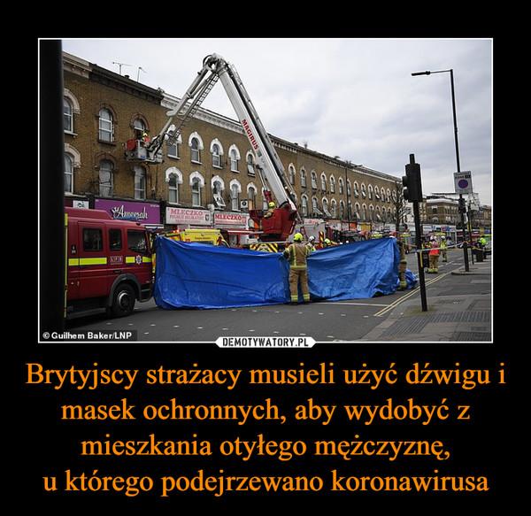 Brytyjscy strażacy musieli użyć dźwigu i masek ochronnych, aby wydobyć z mieszkania otyłego mężczyznę,u którego podejrzewano koronawirusa –