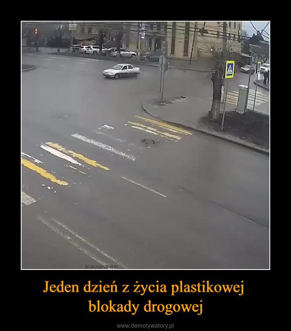 Jeden dzień z życia plastikowej blokady drogowej –