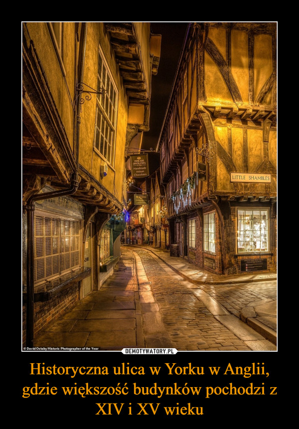 Historyczna ulica w Yorku w Anglii, gdzie większość budynków pochodzi z XIV i XV wieku –