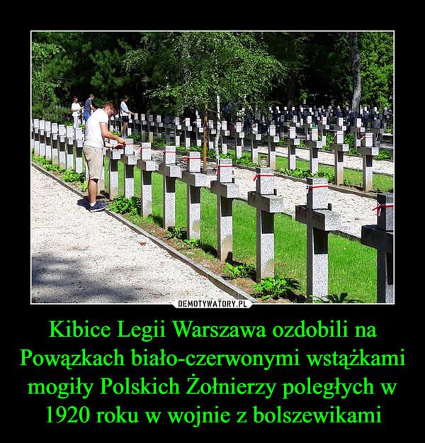 Kibice Legii Warszawa ozdobili na Powązkach biało-czerwonymi wstążkami mogiły Polskich Żołnierzy poległych w 1920 roku w wojnie z bolszewikami –