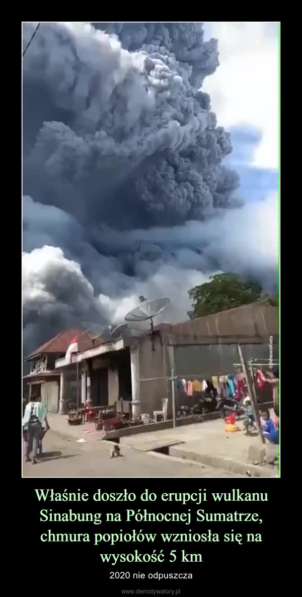 Właśnie doszło do erupcji wulkanu Sinabung na Północnej Sumatrze, chmura popiołów wzniosła się na wysokość 5 km – 2020 nie odpuszcza